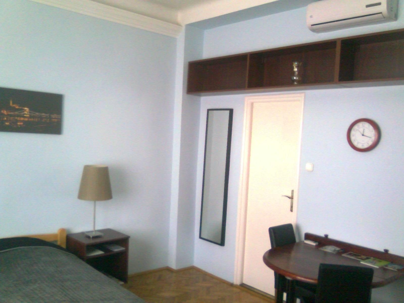 Hello Budapest Apartman - the room with air conditioner