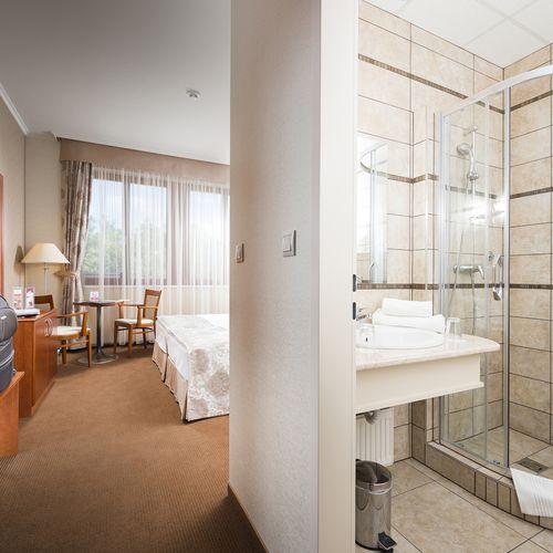 Szoba és fürdőszoba
