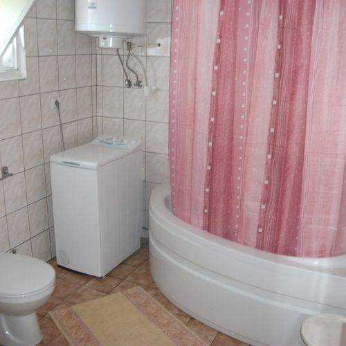 F.szinti fürdőszoba