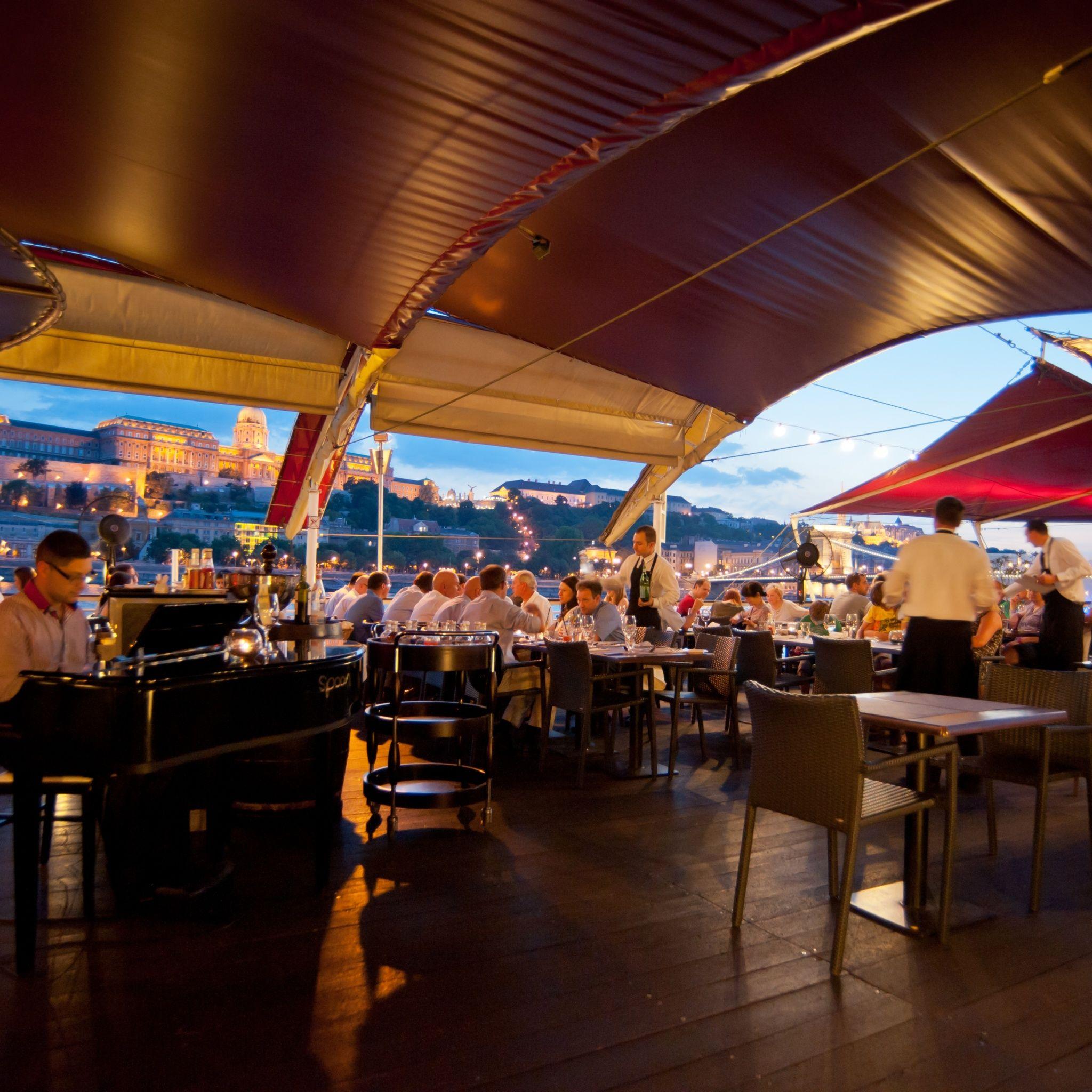Spoon The Boat Budapest - Luonge terasz