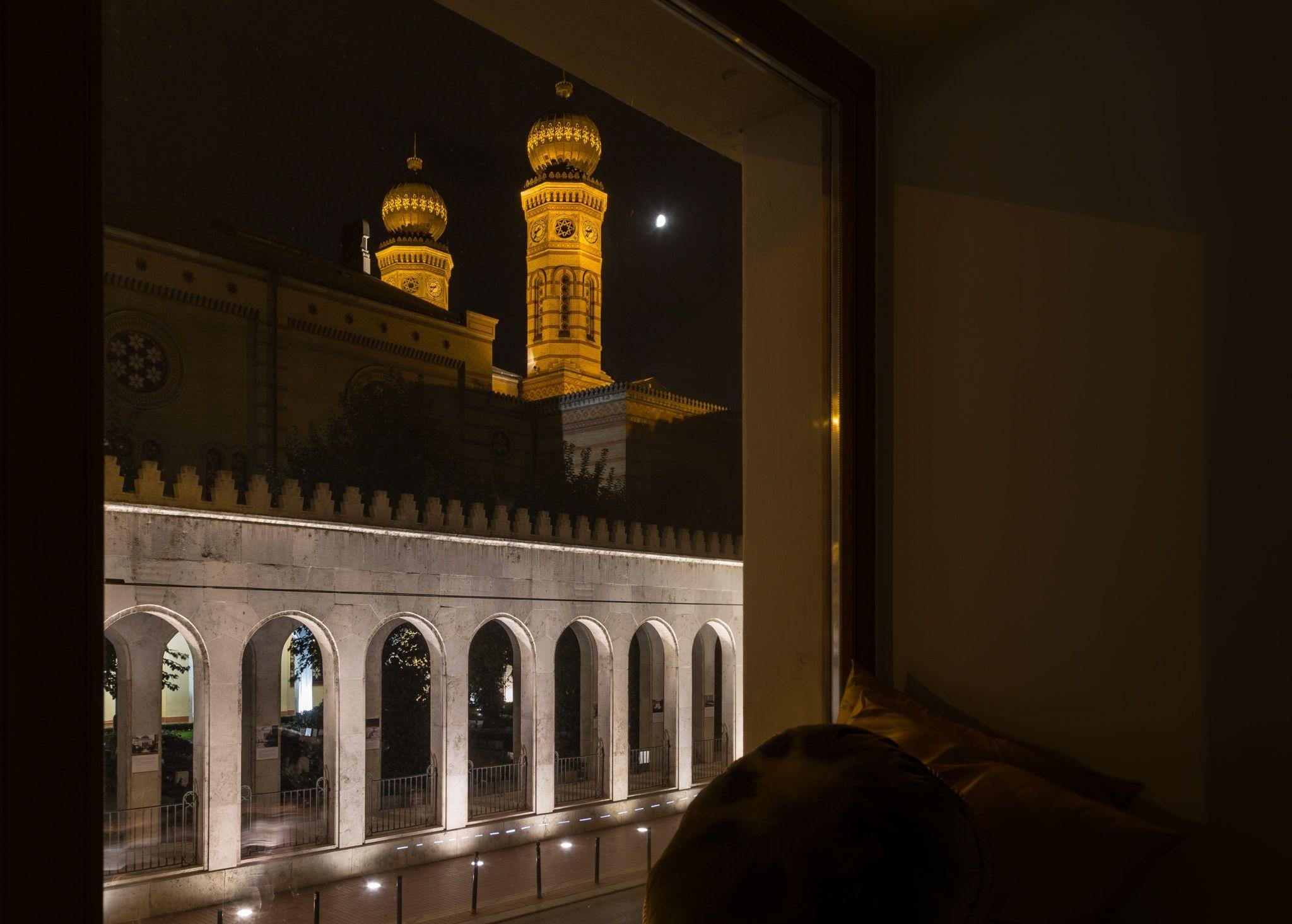 Hotel Memories Budapest - Kilátás a zsinagóga fele néző szobából