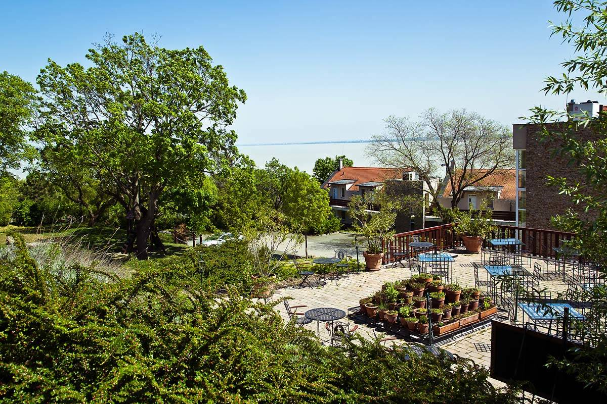 Echo Residence All Suite Hotel Tihany - A kert