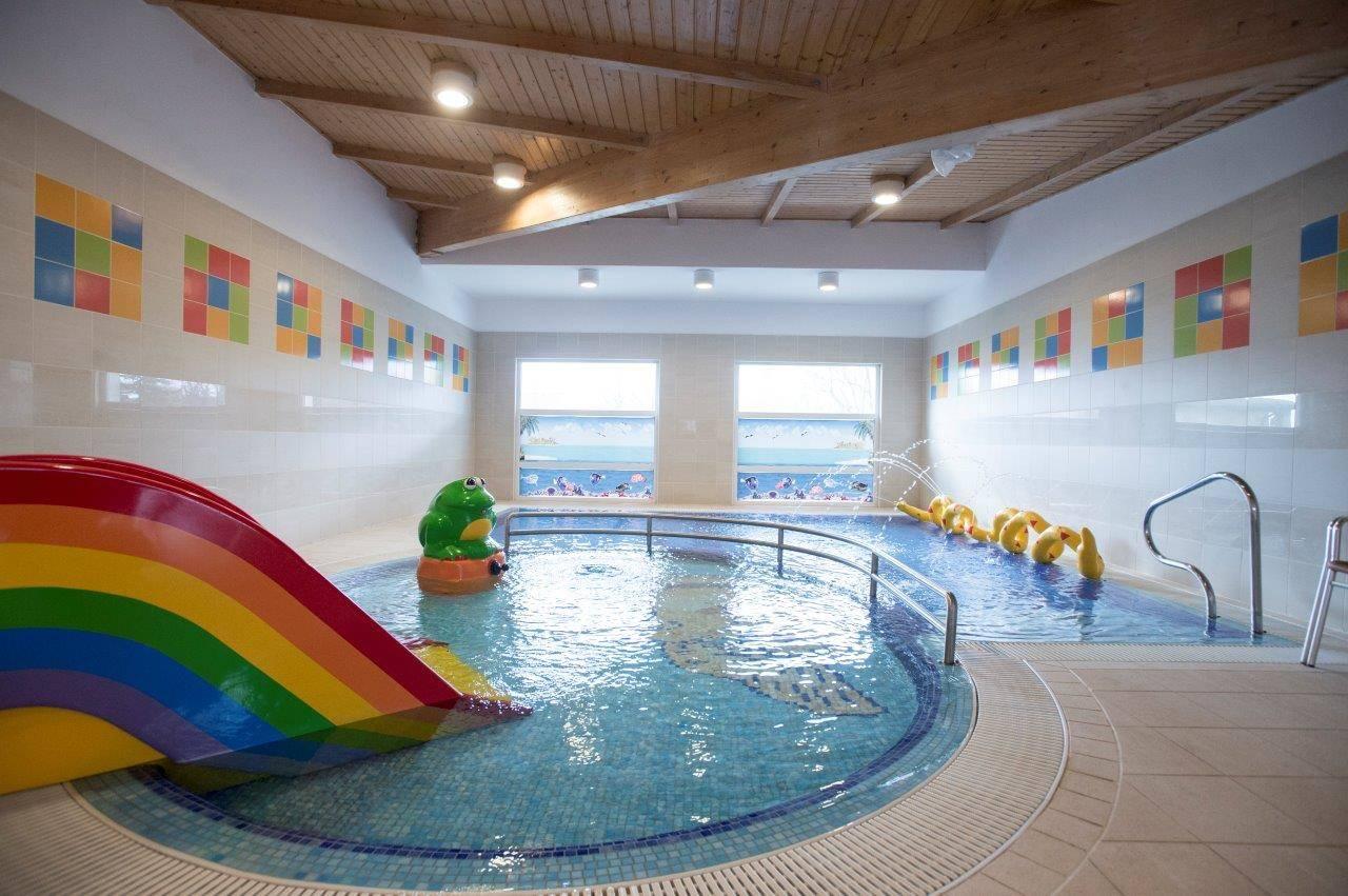 Hotel Marina-Port Balatonkenese - Fénykép a medencéről