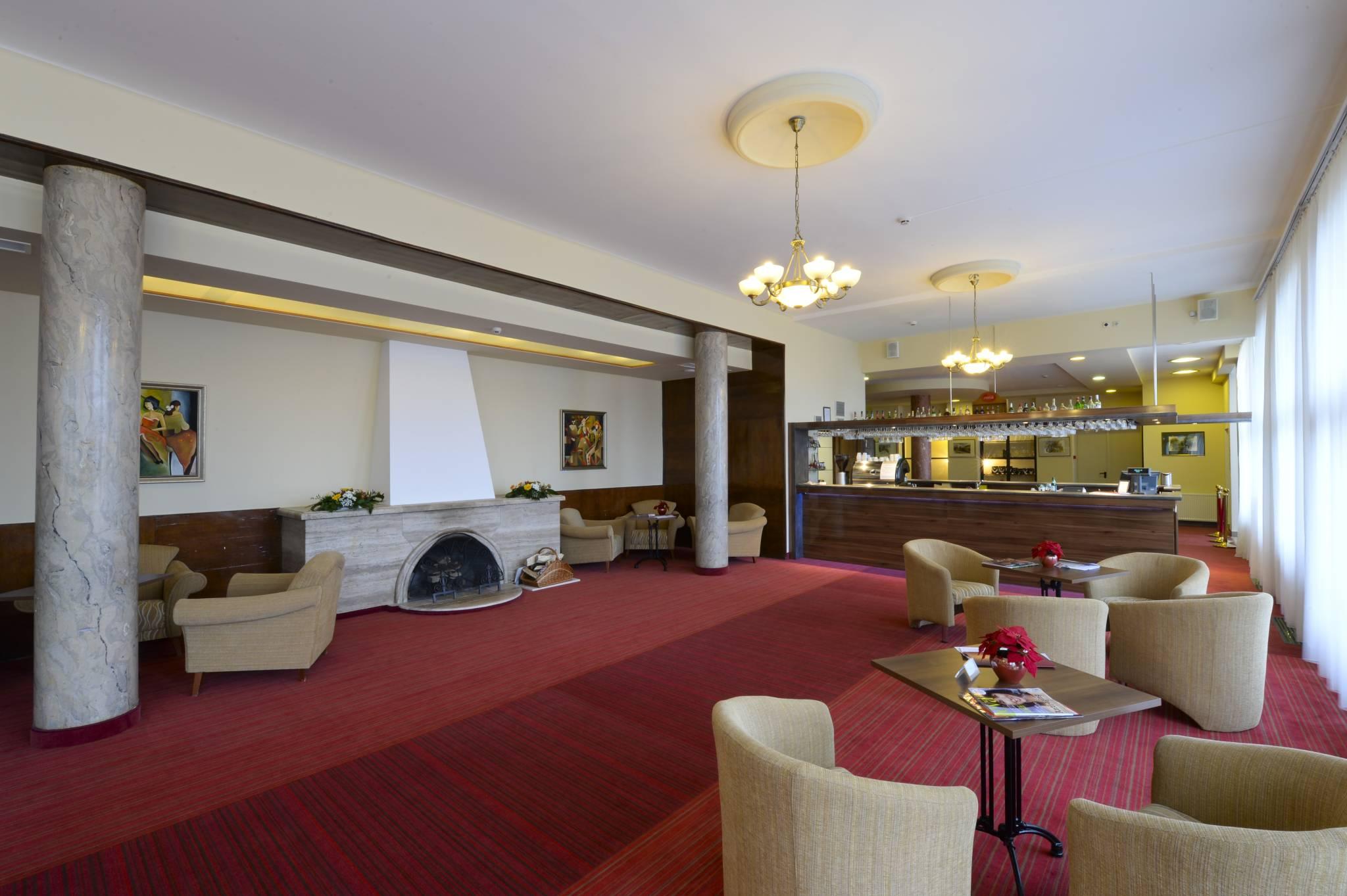 Hunguest Grandhotel Galya Galyatető - Lobby & Lobby Bár