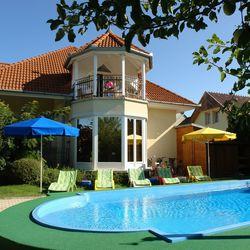 Főszezoni nyári vakáció a Balatonnál, 3 nap/2 éjszaka, 2 fő részére, félpanzióval, strand vagy múzeum belépővel, wellness kedvezménnyel