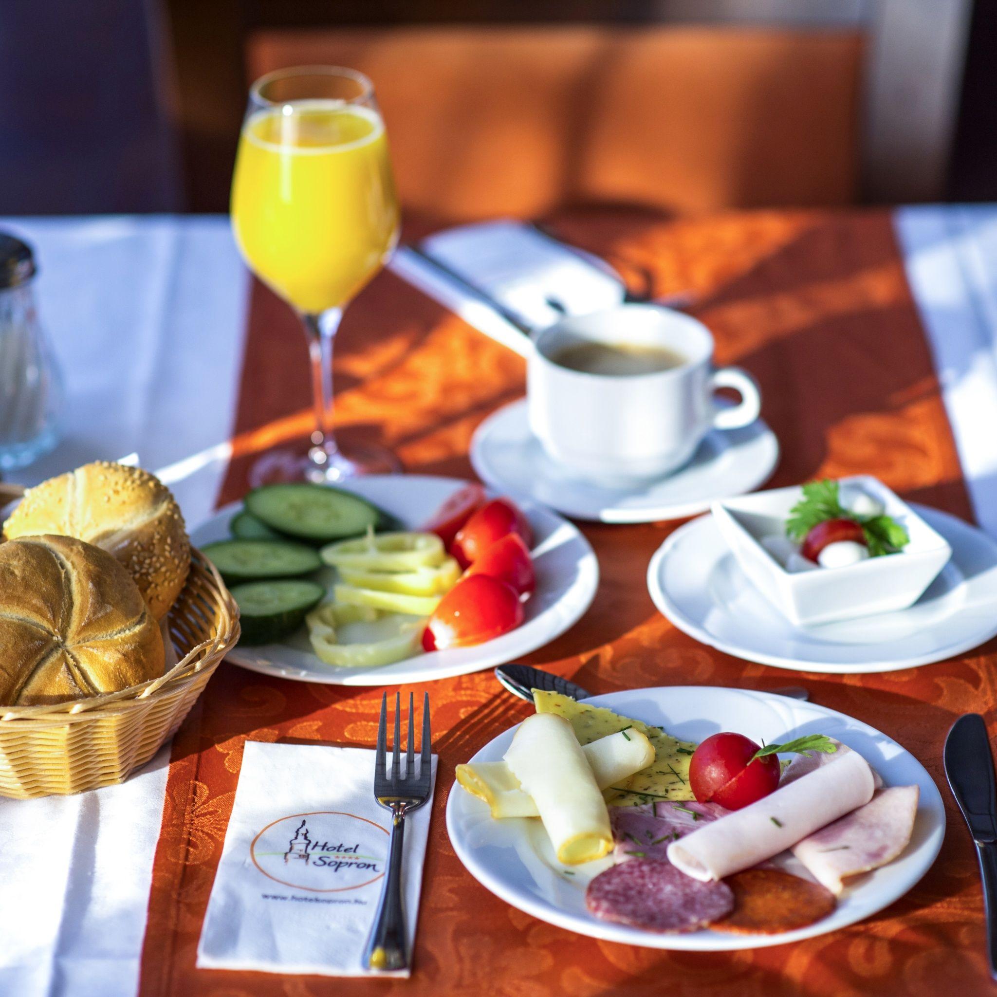 Hotel Sopron - Svédasztalos reggeli kínálat
