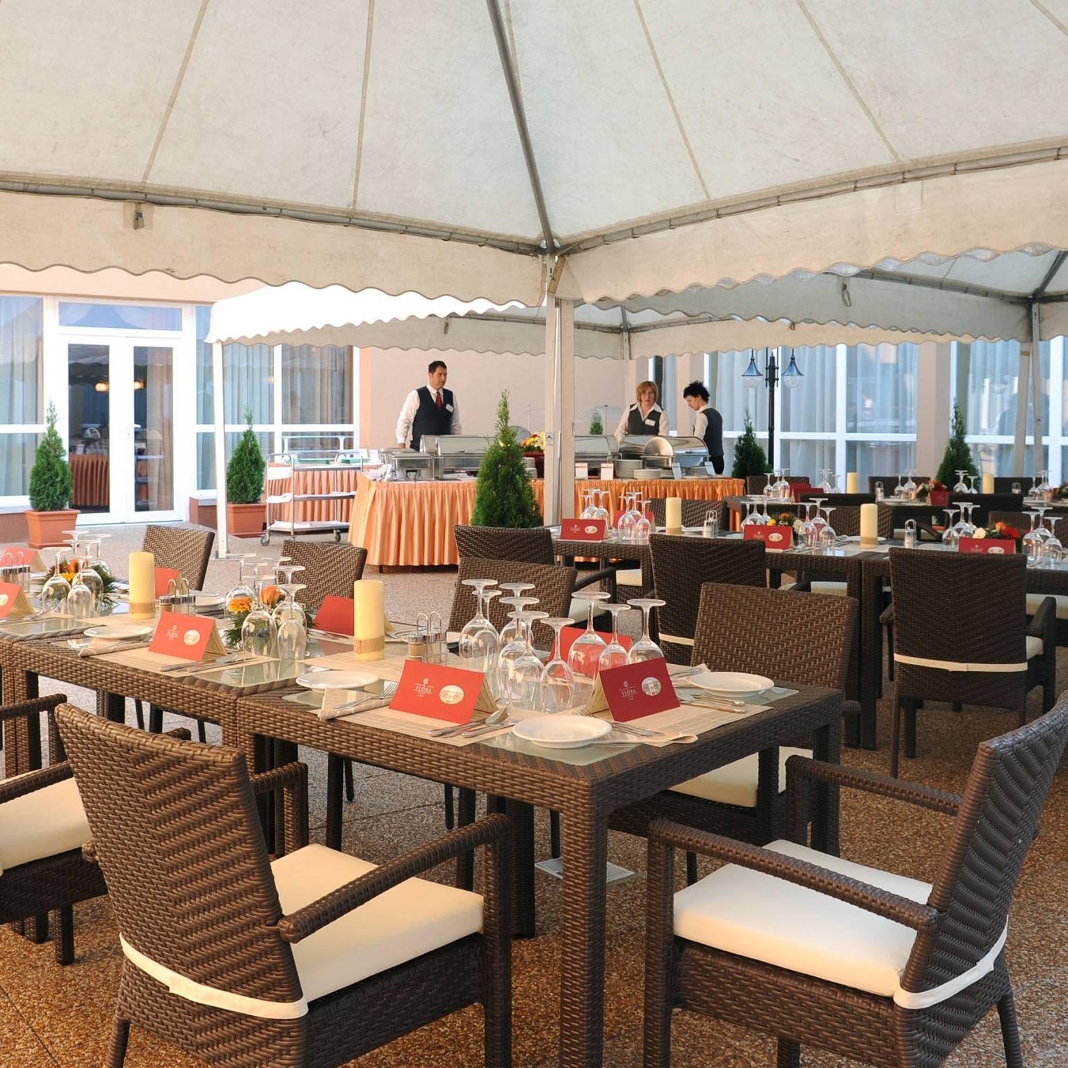 Hunguest Hotel Flóra Eger - Mediterrán terasz