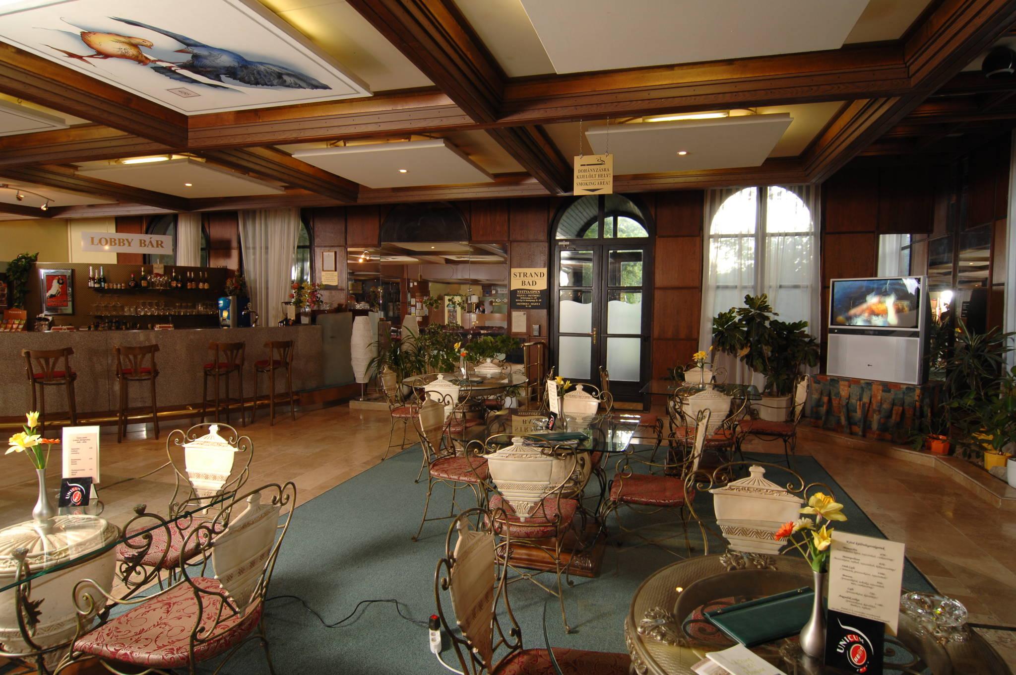 Hunguest Hotel Flóra Eger - Recepció- lobby bár