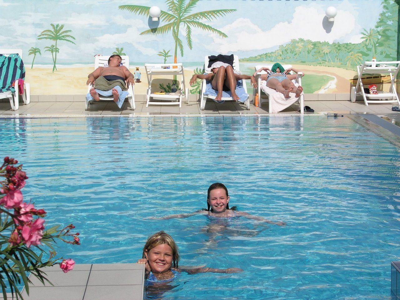 Két Korona Konferencia és Wellness Hotel Balatonszárszó - Kültéri medence