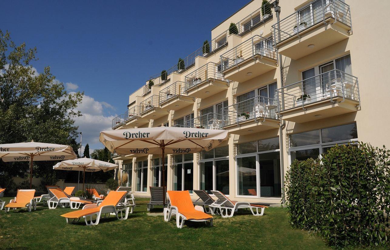 Két Korona Konferencia és Wellness Hotel Balatonszárszó - Napozó terasz