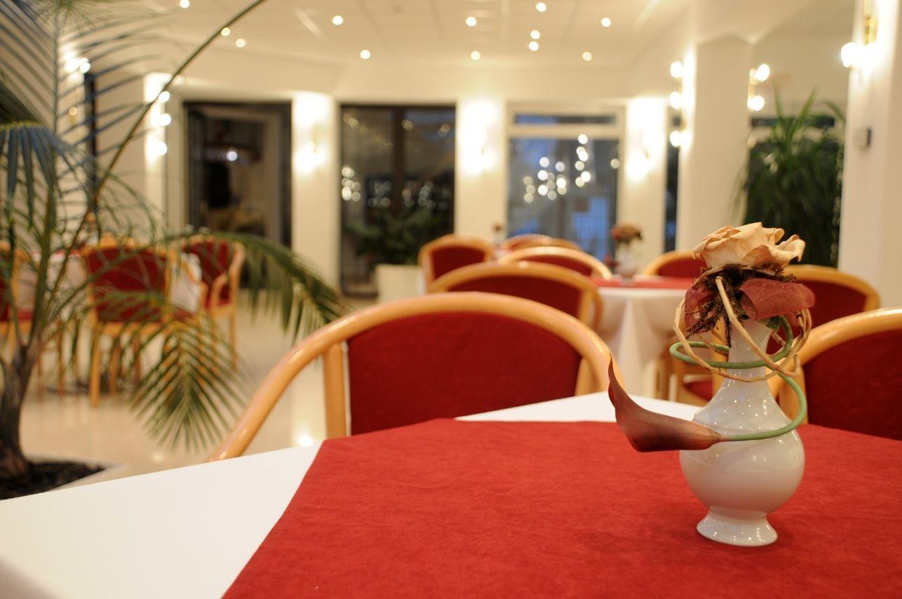 Két Korona Konferencia és Wellness Hotel Balatonszárszó - Lobby