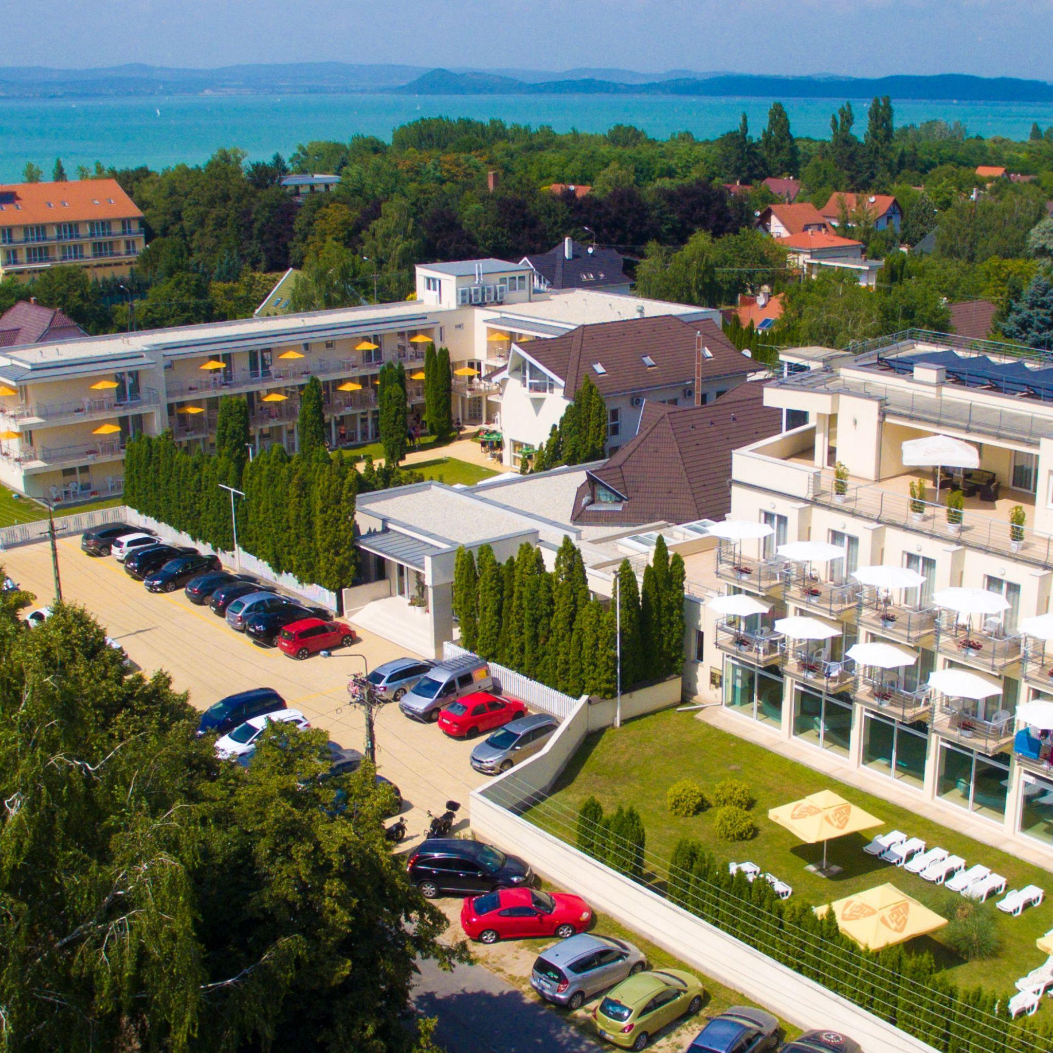 Két Korona Konferencia és Wellness Hotel Balatonszárszó - Két Korona Hotel-Légifotó