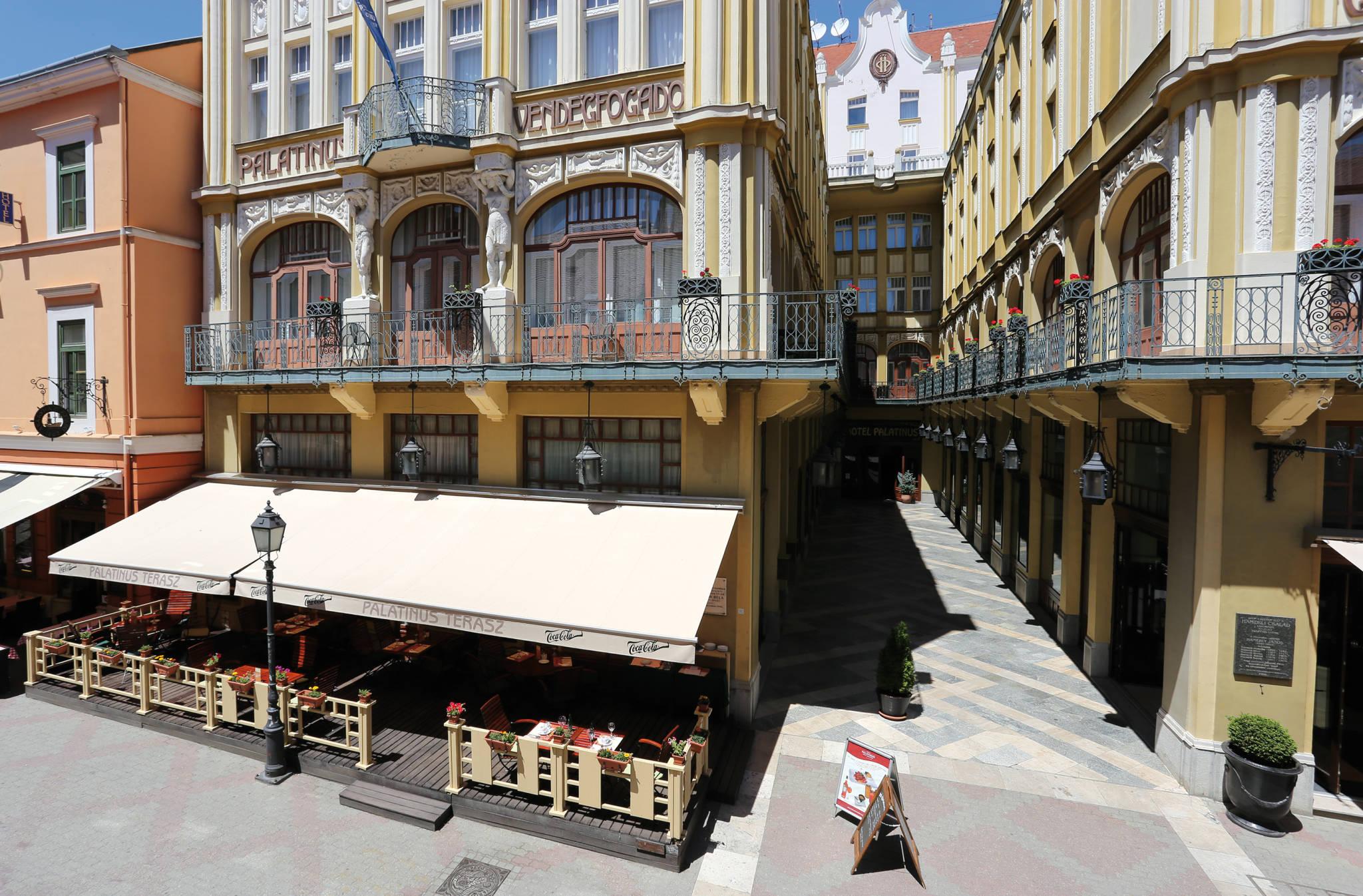 Hotel Palatinus City Center Pécs - Fotó az épületről