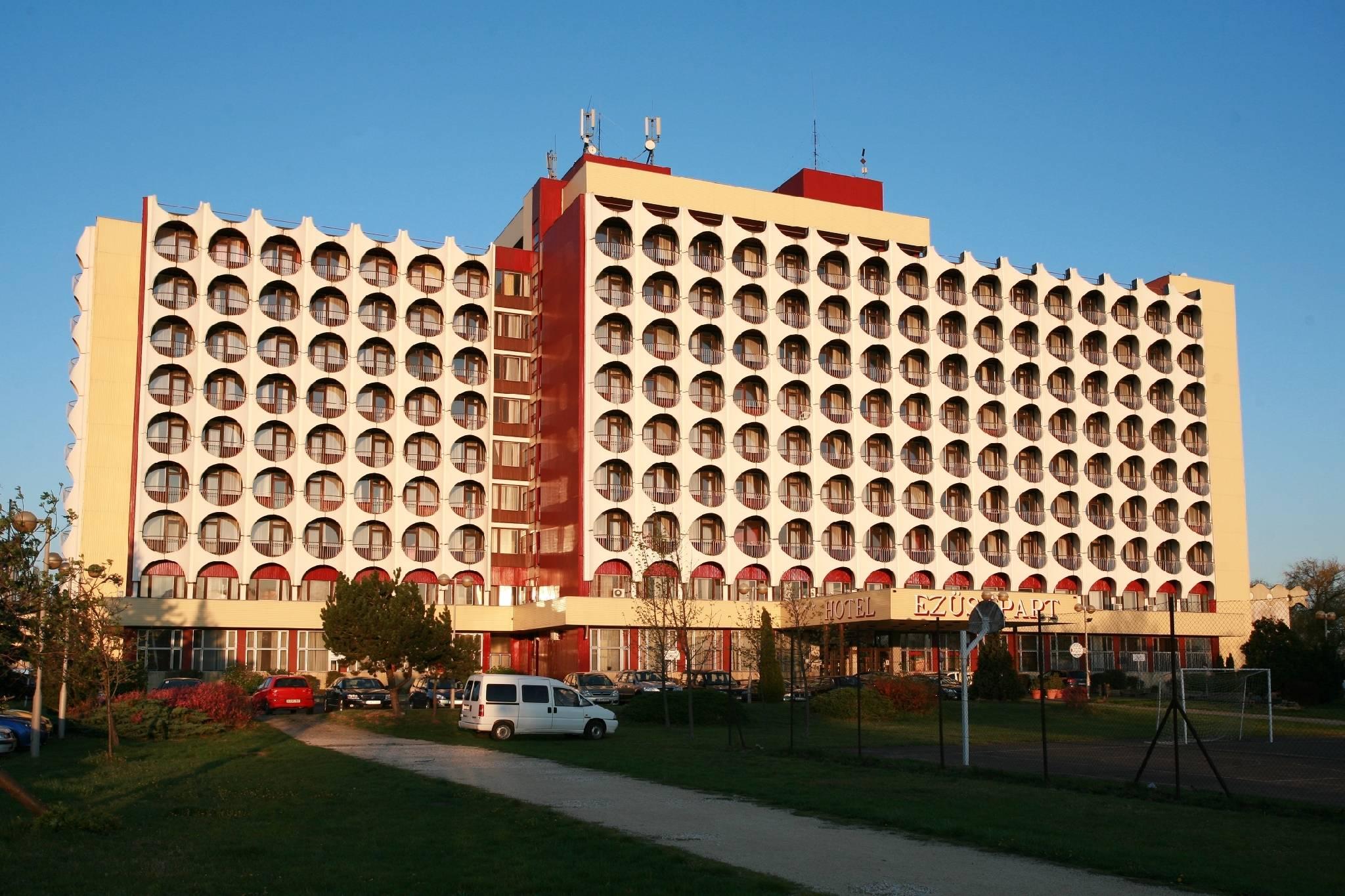 Balatoni panorámás wellness a Hotel Ezüstpartban, akár főszezonban is