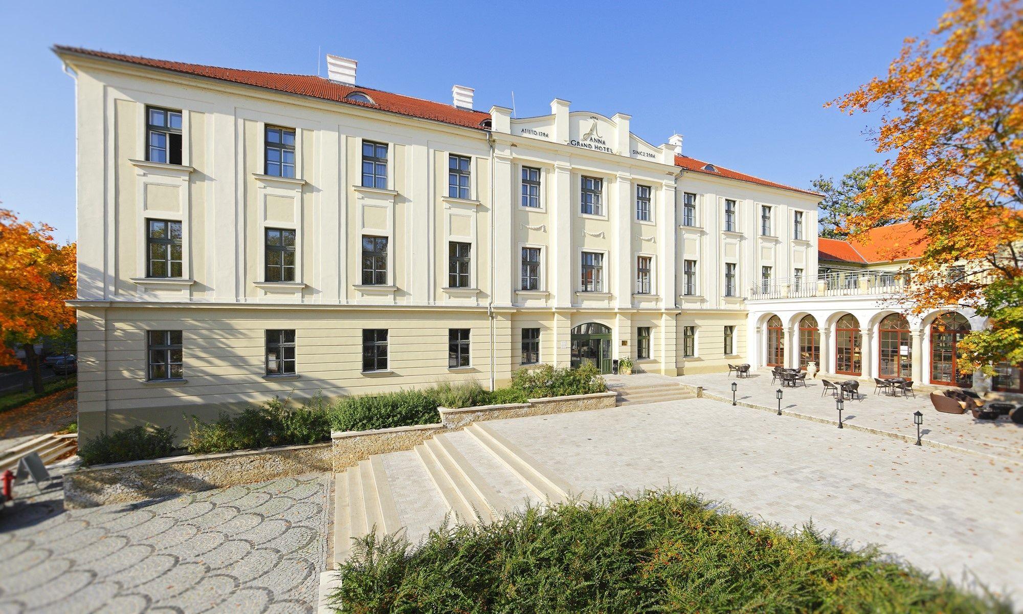 Anna Grand Hotel Wine&Vital Balatonfüred - Főépület és bejárat