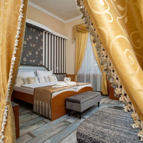 Illés Hotel és Stüszi Vadász Étterem Szeged***