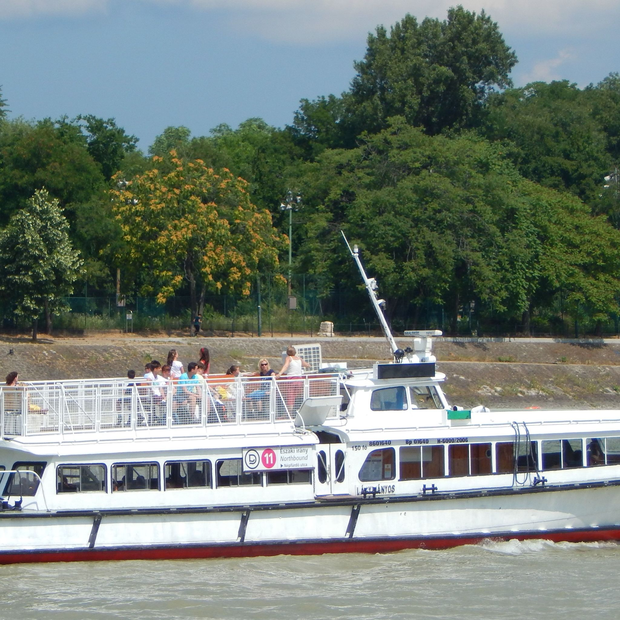 Aquamarina Boathotel & Rendezvényhajó Budapest - Márciustól - Novemberig közvetlenül a szállodától induló hajó járatok tökéletes városnézésre adnak lehetőséget a Dunáról.