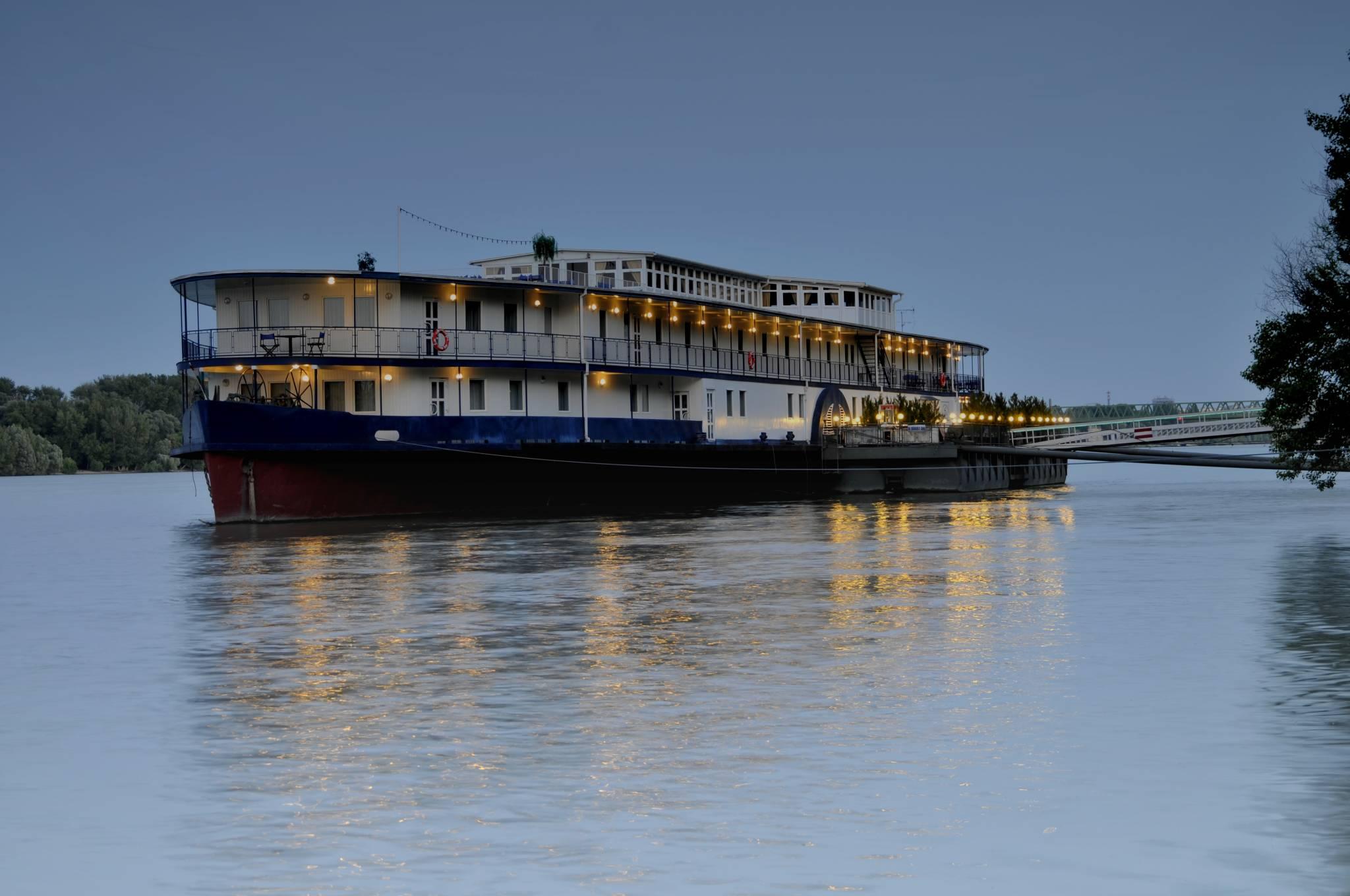 Aquamarina Boathotel & Rendezvényhajó Budapest - Fénykép az épületről