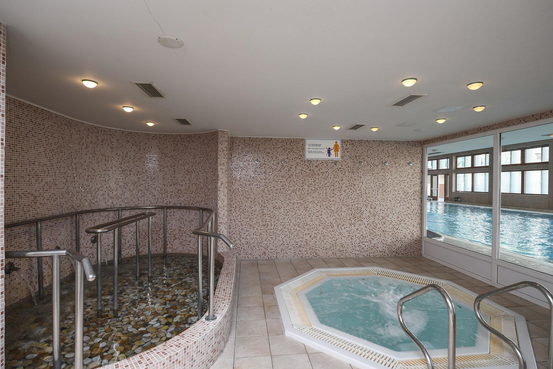 Hunguest Hotel Bál Resort Balatonalmádi - Kneipp taposómedence és jacuzzi