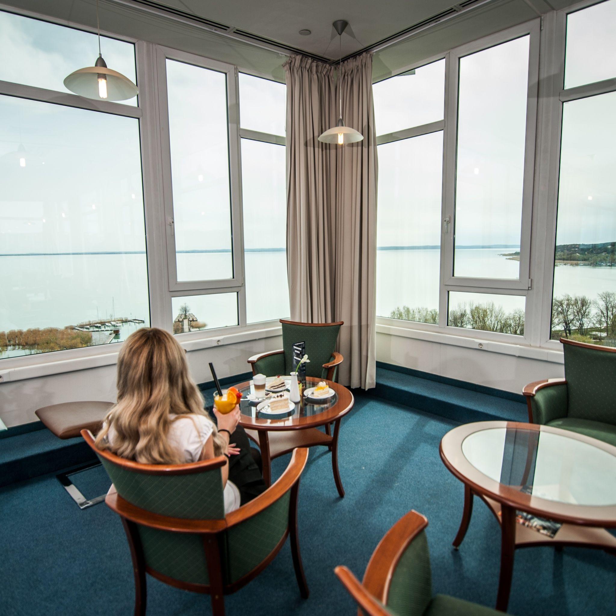 Hunguest Hotel Bál Resort Balatonalmádi - SKY bár