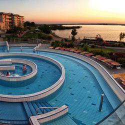 Velence Resort & Spa - Kinti élménymedence