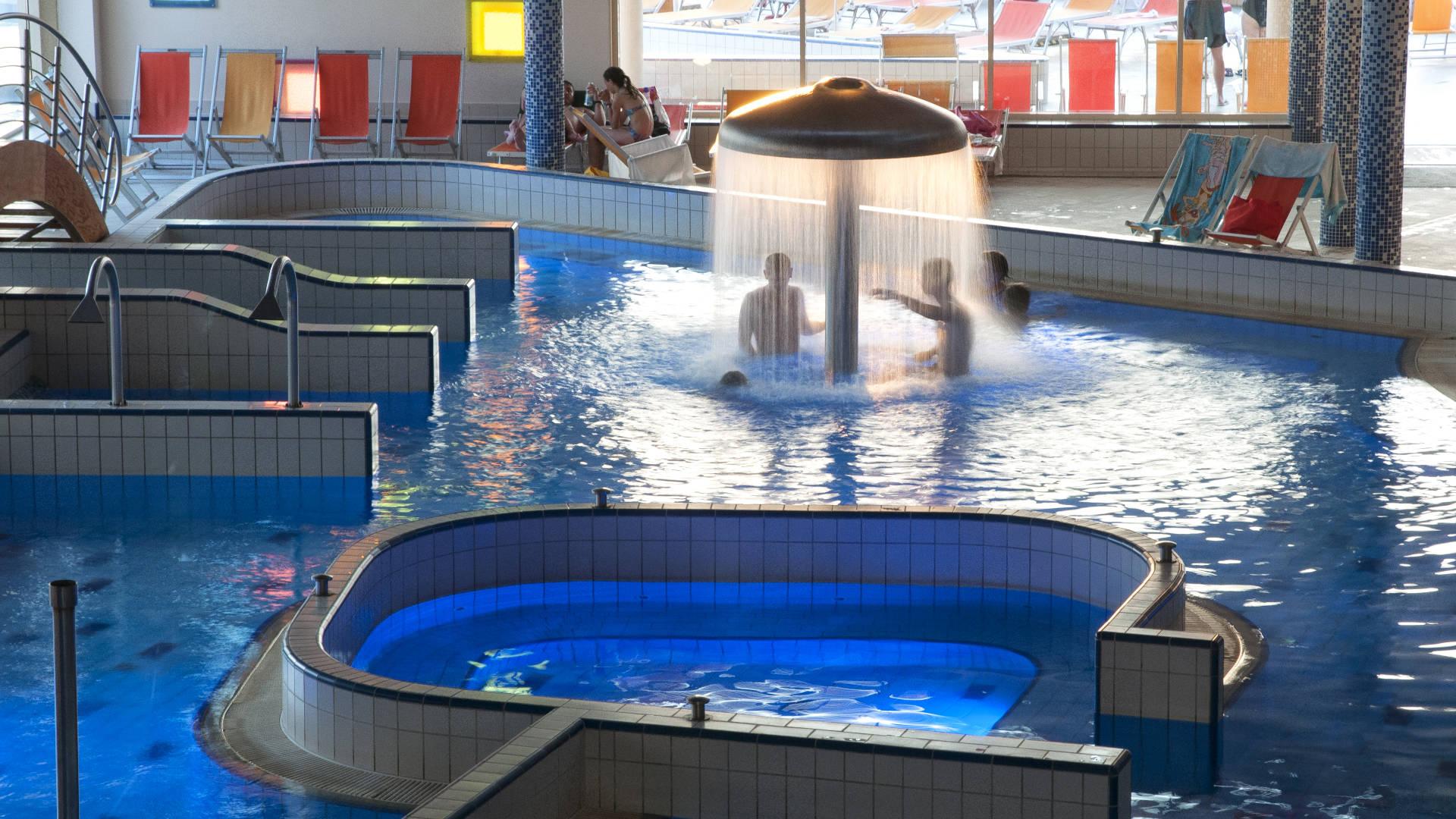 Velence Resort & Spa - Fedett élménymedence