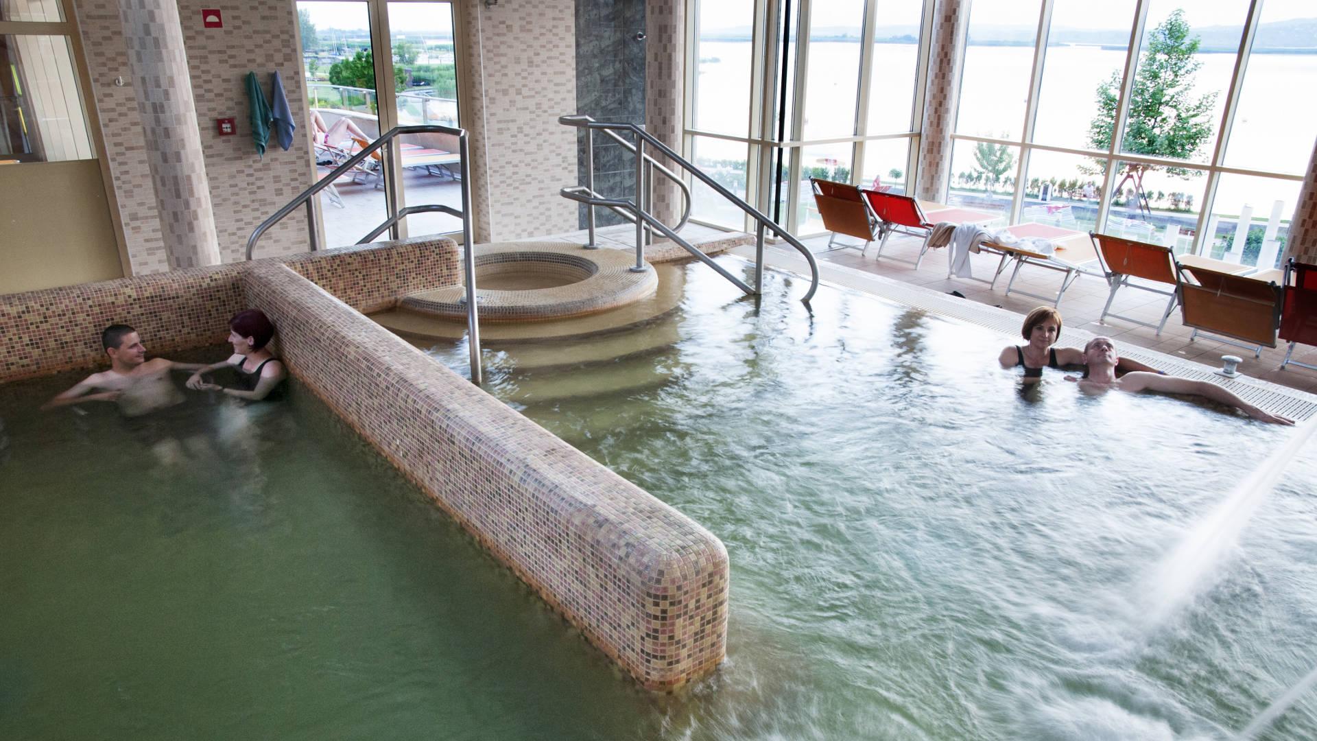 Velence Resort & Spa - Emeleti tópanorámás gyógyvizes medence