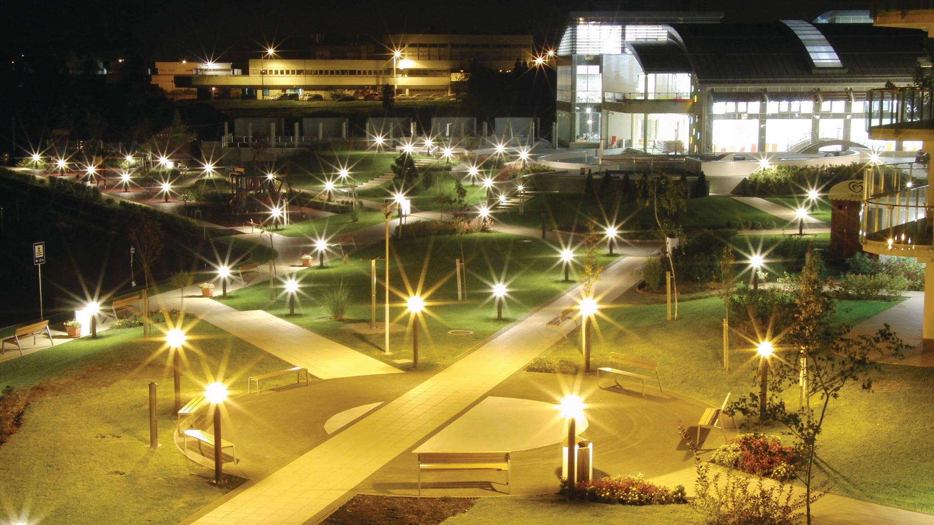 Velence Resort & Spa - Szálloda kertje éjjel