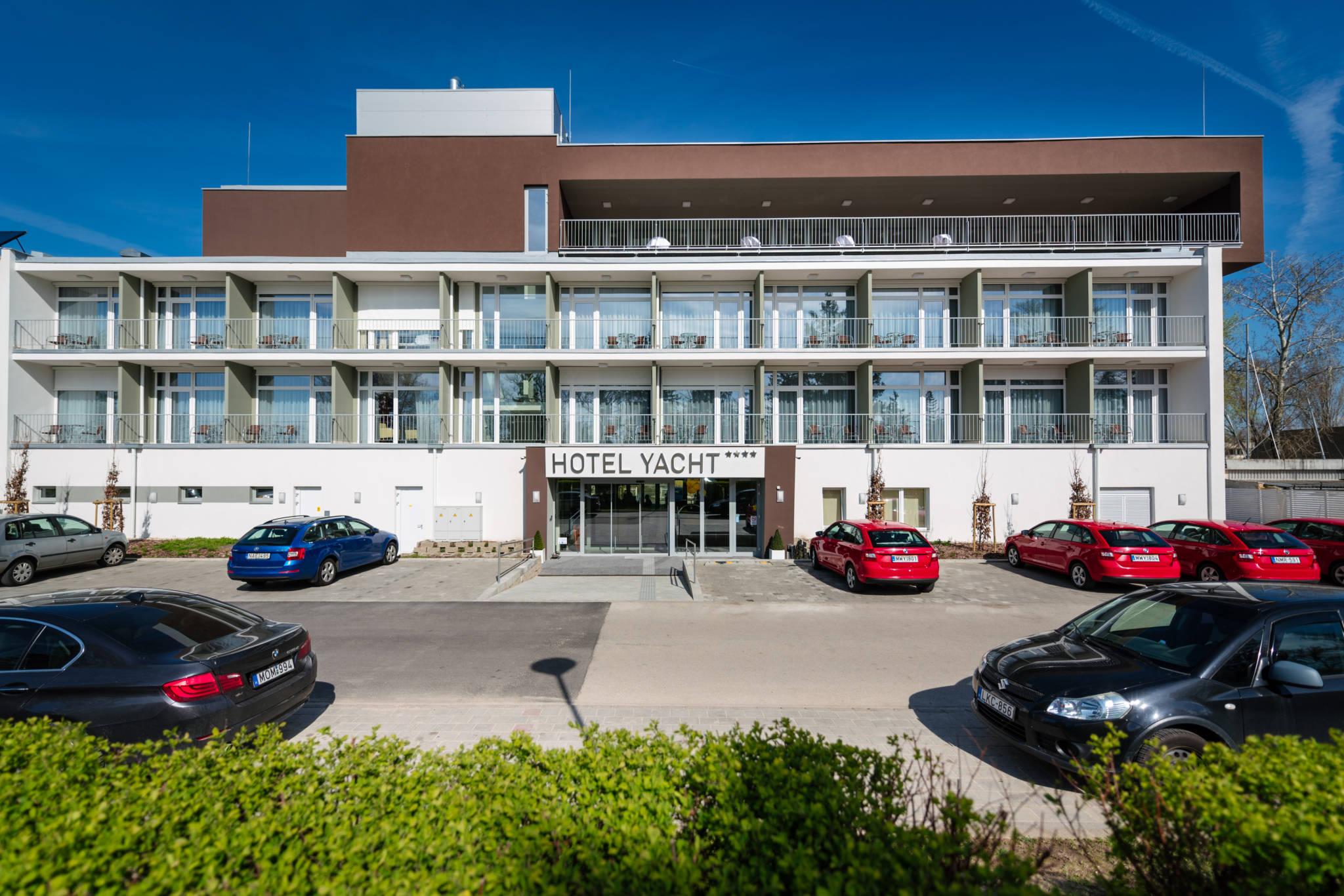 Hotel Yacht Wellness & Business Siófok - Fotó az épületről