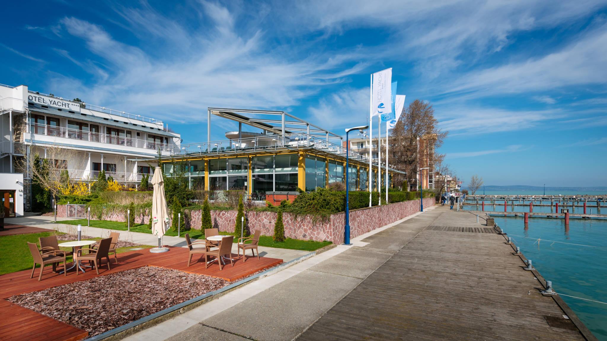 Hotel Yacht Wellness & Business Siófok - Hotel Yacht wellness részleg közvetlenül a Balaton-parton.