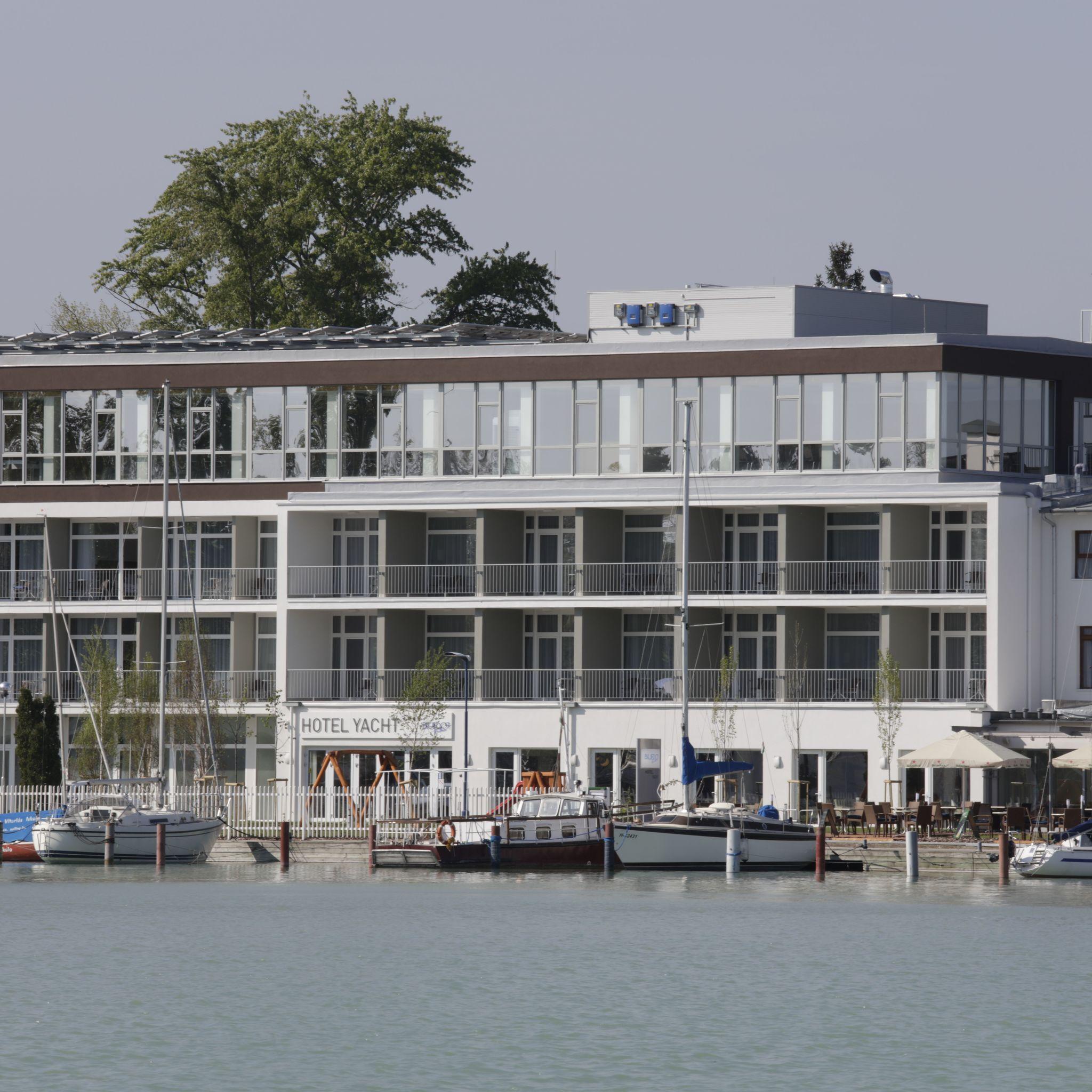 Hotel Yacht Wellness & Business Siófok - Szálloda a mólóról