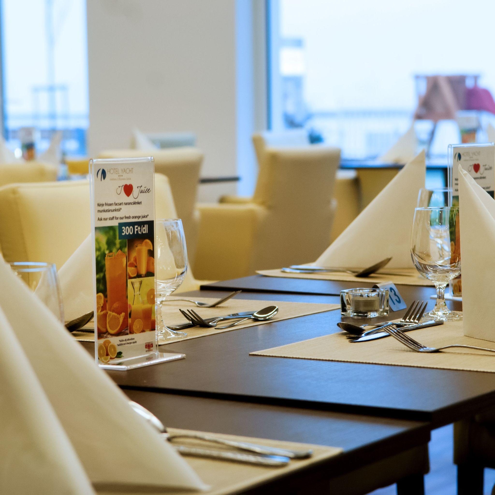 Hotel Yacht Wellness & Business Siófok - BlueDot Bistro a'la carte étterem