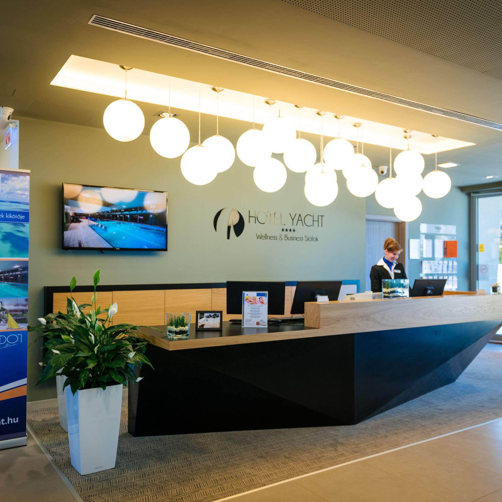 Hotel Yacht Wellness & Business Siófok - Szálloda recepció