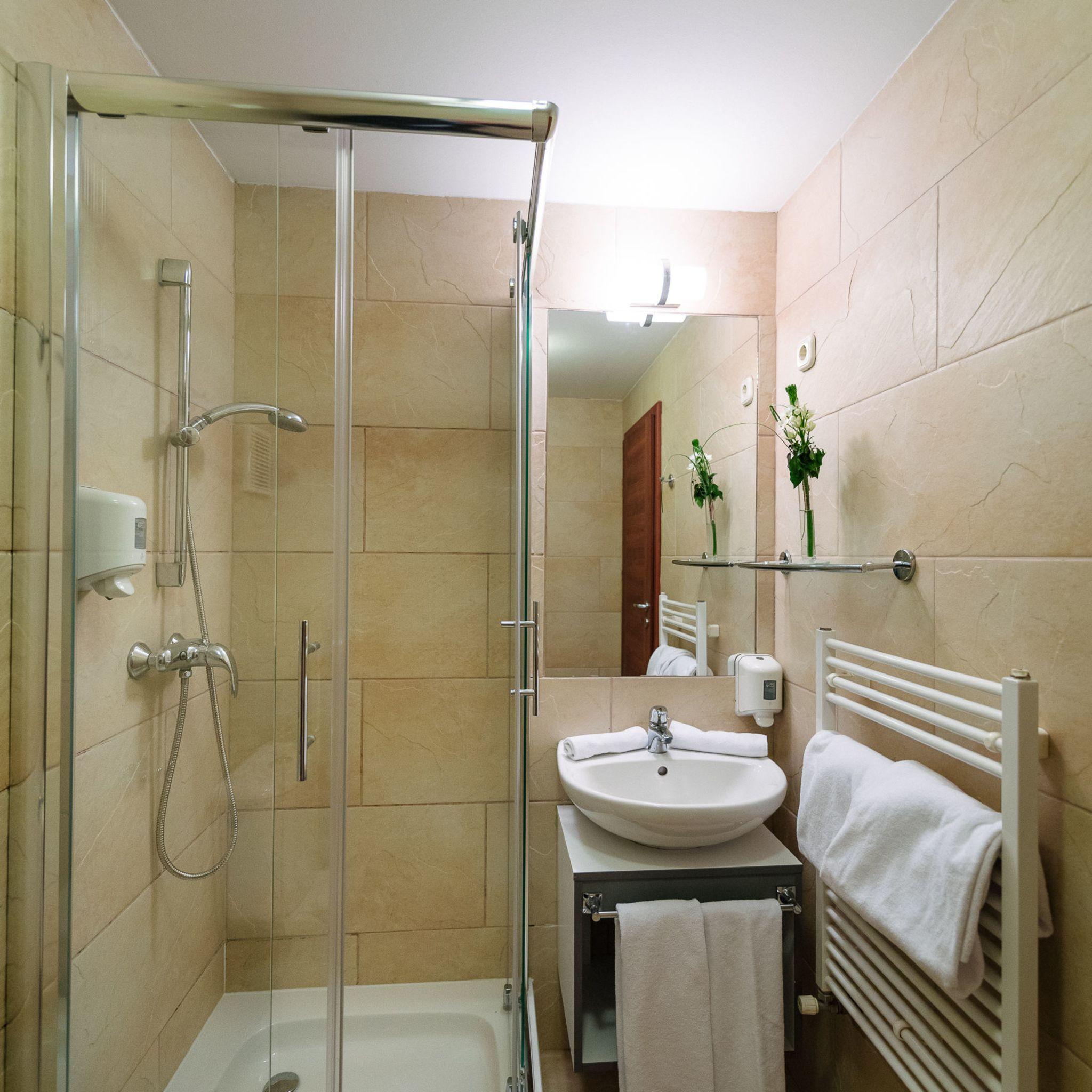 Hotel Yacht Wellness & Business Siófok - Classic fürdőszoba