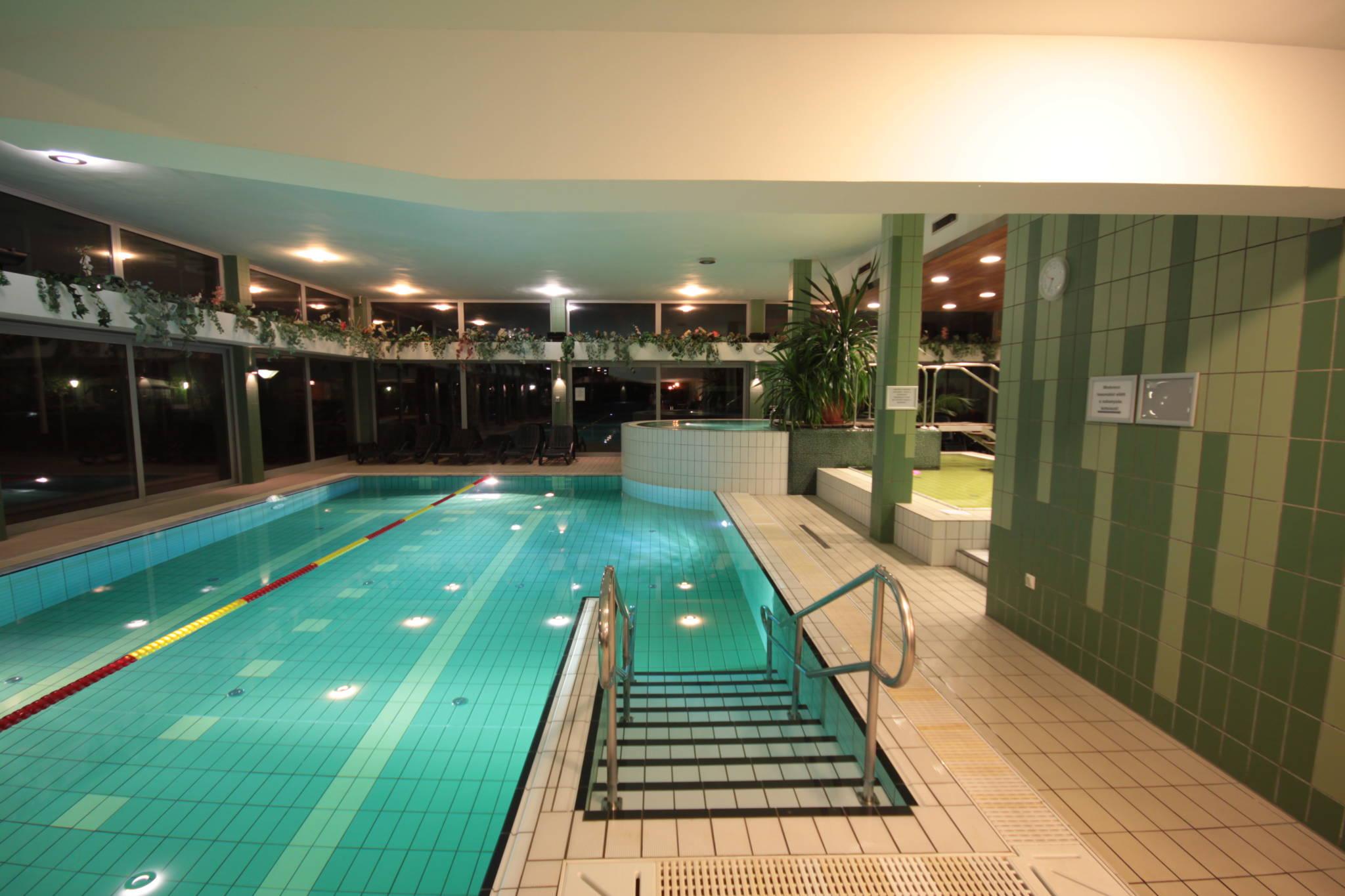 Hotel Yacht Wellness & Business Siófok - 25 méteres úszómedence