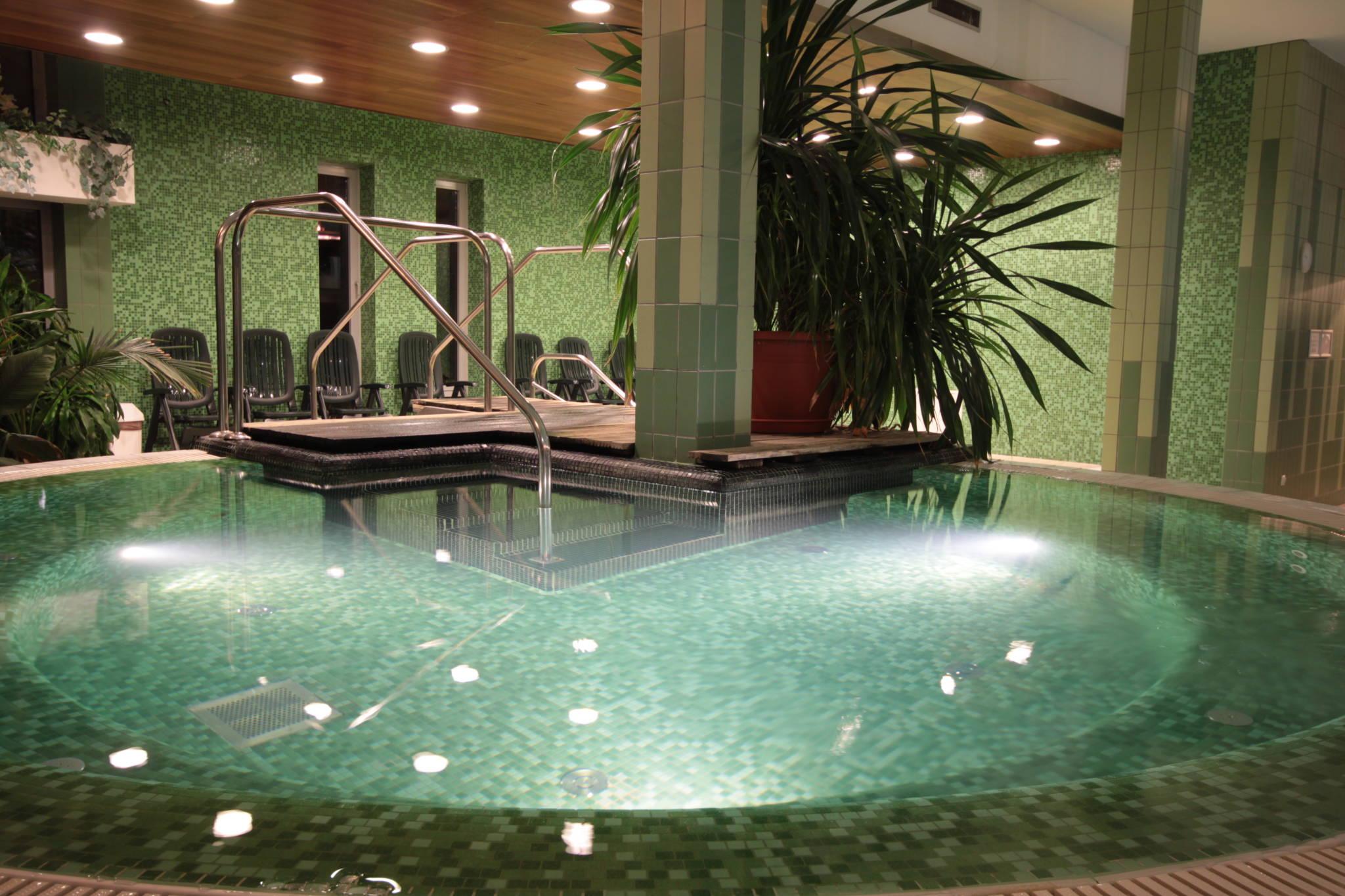 Hotel Yacht Wellness & Business Siófok - íBeltéri pezsgőfürdő