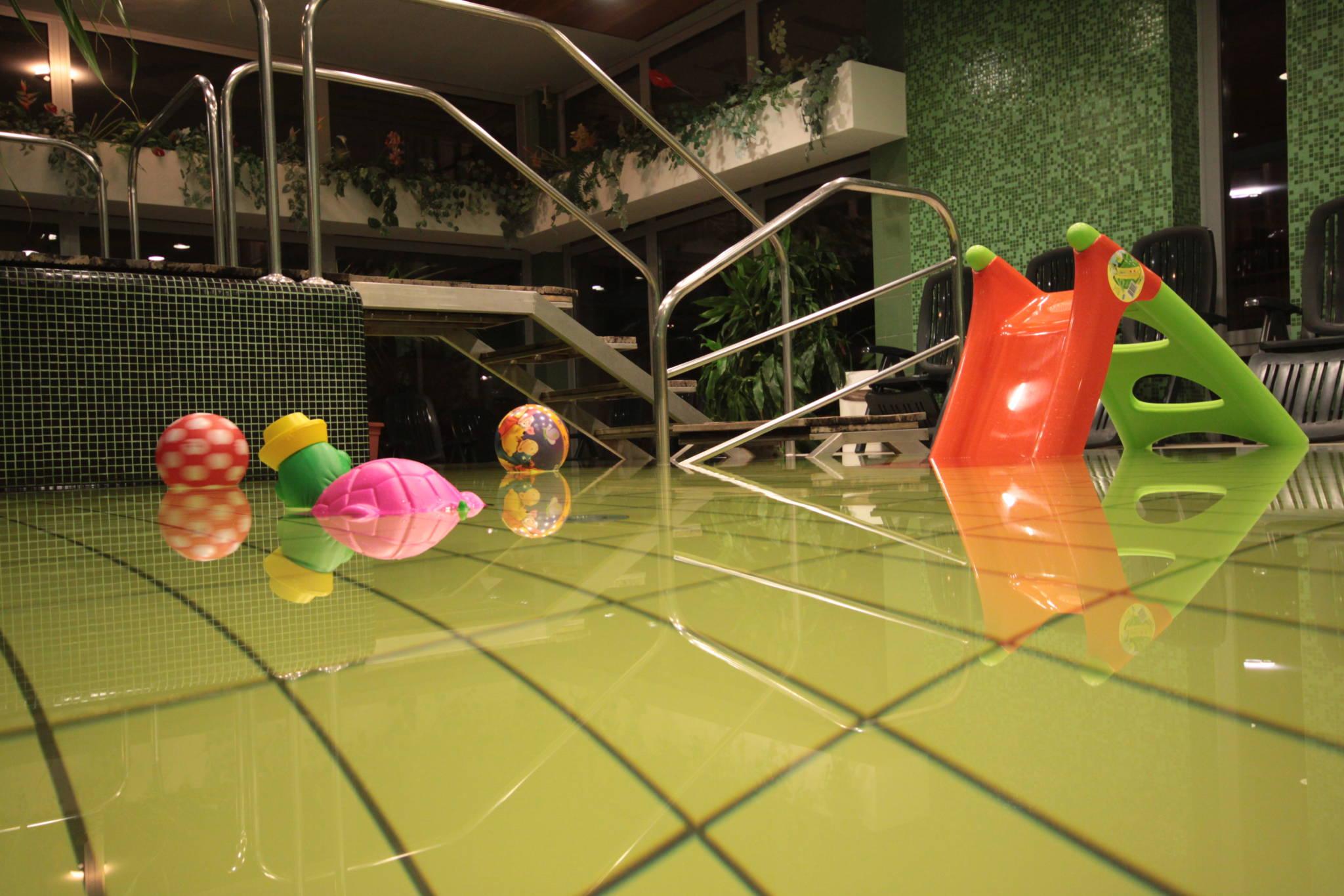 Hotel Yacht Wellness & Business Siófok - Gyerek medence