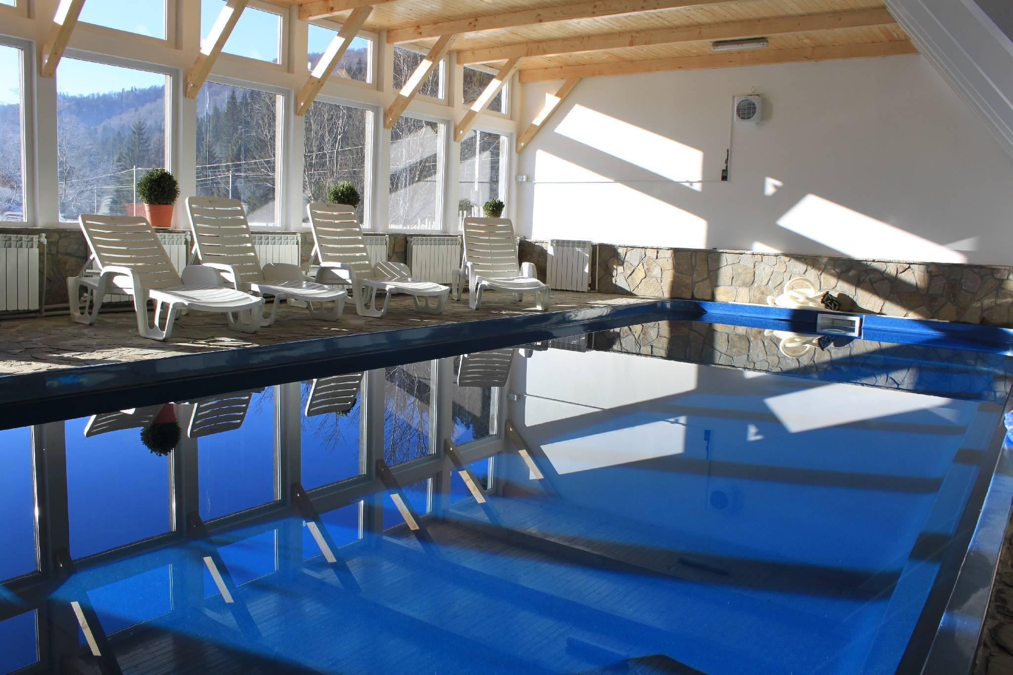 Mobila pentru bucataria pensiuni predeal cu piscina for Cazare bran cu piscina