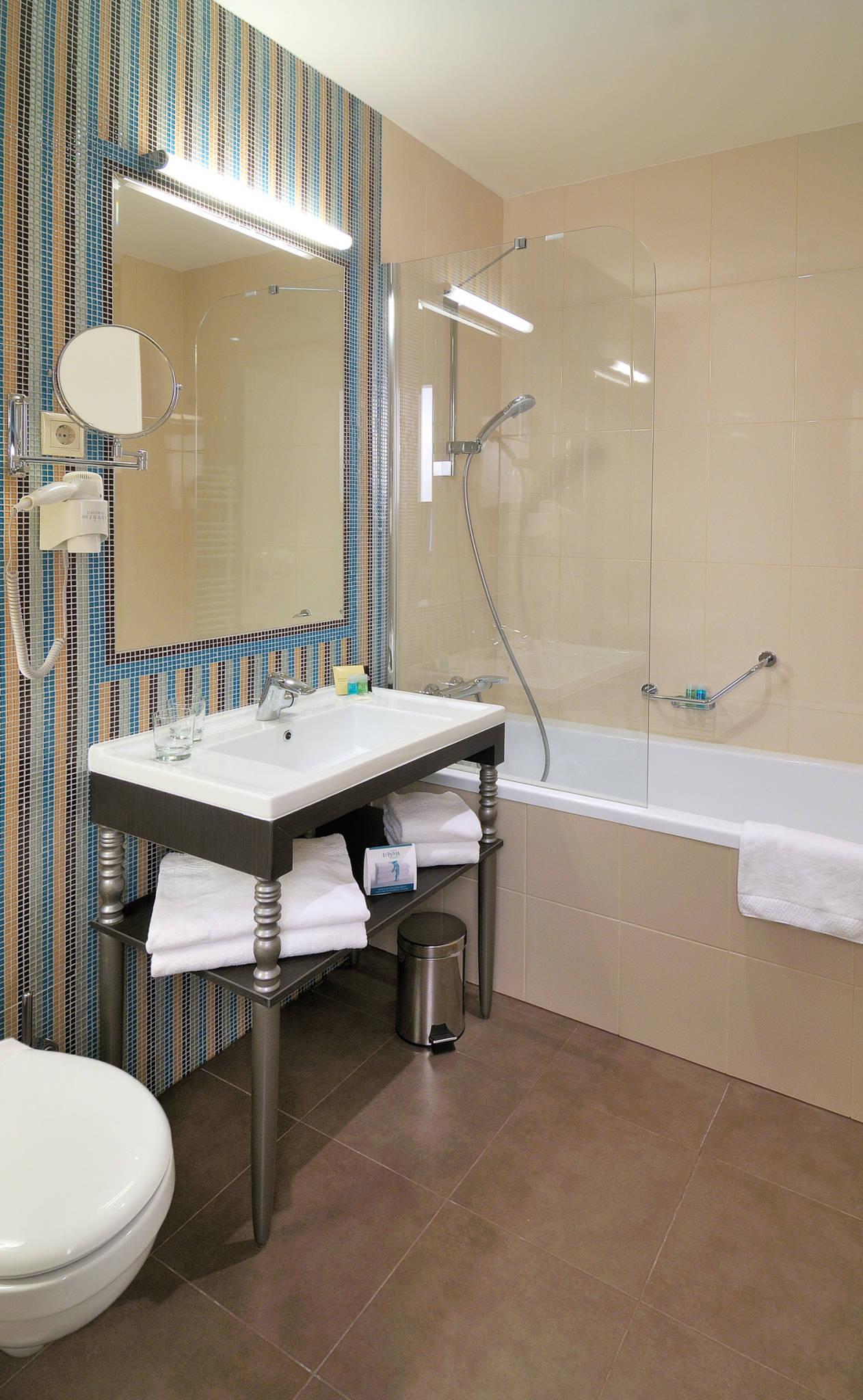 La Prima Fashion Hotel Budapest - Deluxe kétágyas szoba fürdőkáddal