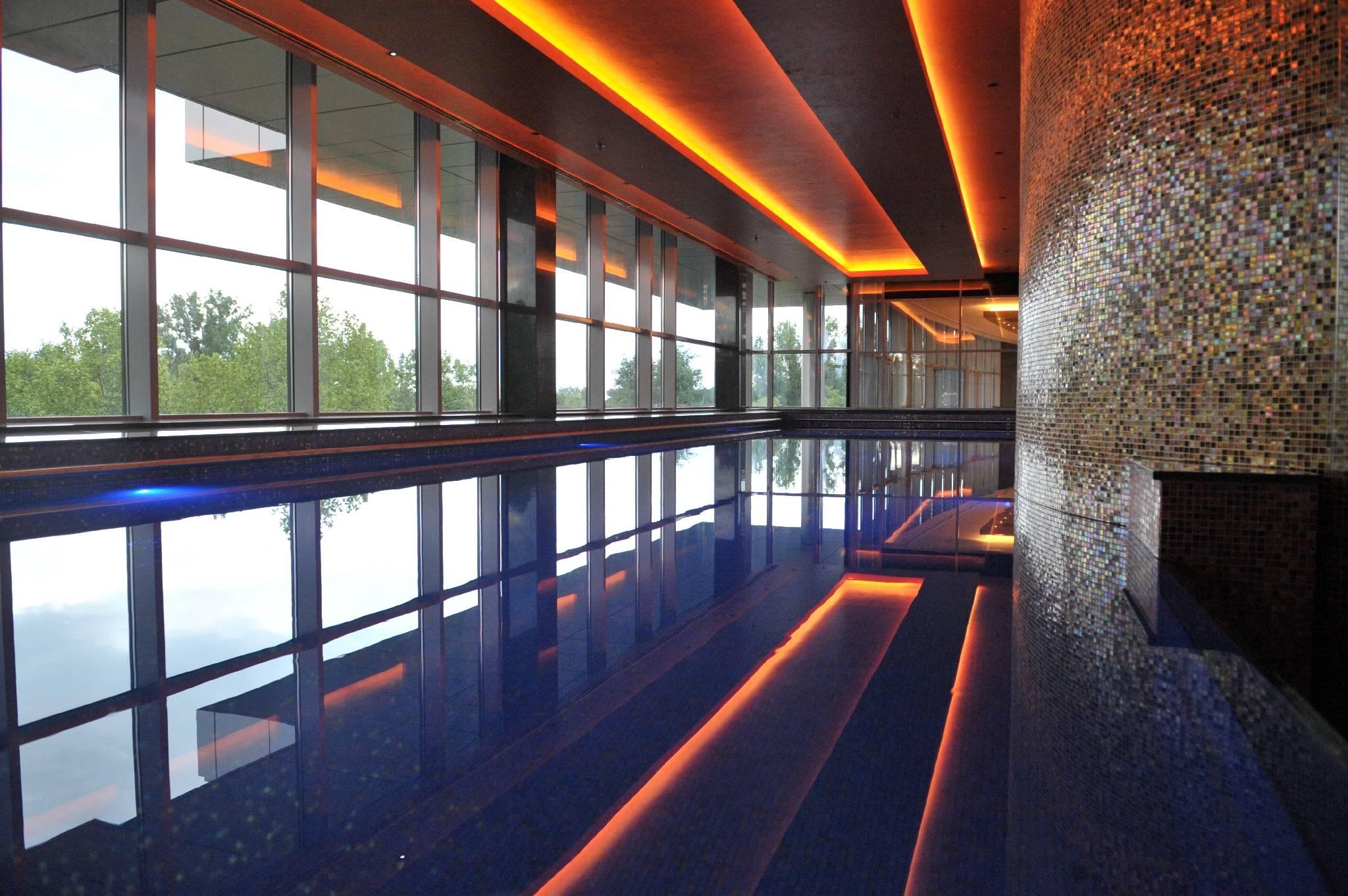 Four Points by Sheraton Kecskemét Hotel és Konferenciaközpont - Úszómedence