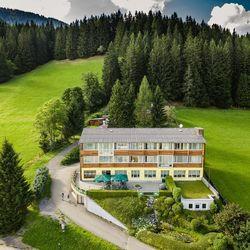 4 napos aktív pihenés az osztrák Alpok gyönyörű tájain wellness használattal, félpanziós ellátással és túra csomaggal 2 főre, a hosszú hétvégéken felár ellenében