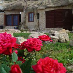 Októbertől decemberig pihenés Sirokon, szállás barlang apartmanban 3 nap/2 éjszakára, reggelis ellátással