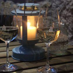Tavaszi kulináris élmények a Pilis ölelésében, 3 nap/2 éjszaka kizárólag KEDDI vagy PÉNTEKI érkezéssel, 2 főnek, félpanzióval, borkóstolóval, ajándék 1 üveg borral és kedvezményes fürdőbelépő vásárlási lehetőséggel