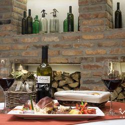 3 nap/2 éjszaka Villányban, a bor városában, a Vitis Hotelben, 2 fő és akár egy 6 év alatti gyerek részére, reggelis ellátással, borkóstolóval a Ház boraiból