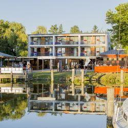 Közvetlen vízparti 6 napos vakáció Balatonmáriafürdőn, 6 nap/5 éjszaka kizárólag vasárnapi érkezéssel, 2 fő részére, reggelivel, medence használattal
