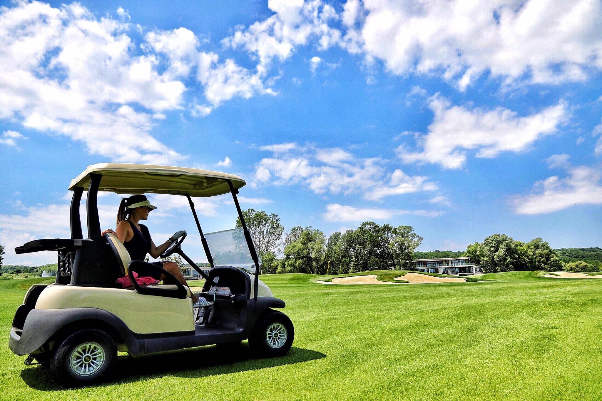 Zala Springs Golf Resort Zalacsány - Az Európában is kimagasló színvonalú és vonalvezetésű pálya terveit a világhírű golfpálya tervező, Robert Trent Jones, Jr. álmodta meg.