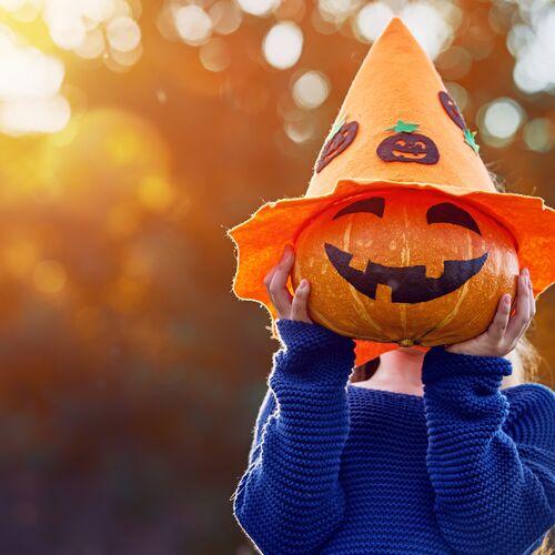 Halloween-i jelmezes cukorkagyűjtés a Lurdyban | Budapest