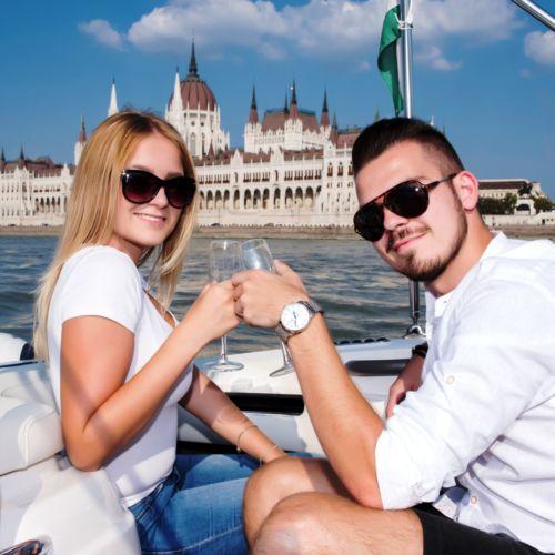 Motorcsónakázás a Dunán