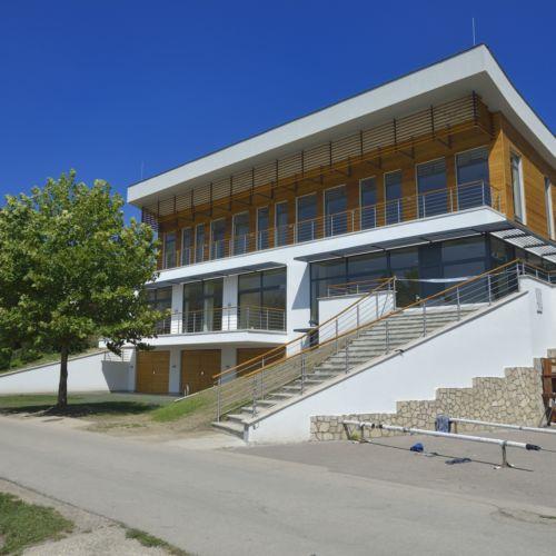 Új Kajakház Ökoturisztikai Központ   Tata