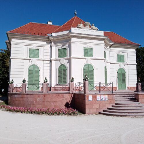 Esterházy Kiskastély (Nyári Lak)   Tata
